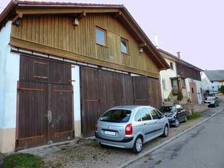 Wohnhaus mit Ökonomieteil und 3 großen Garagen