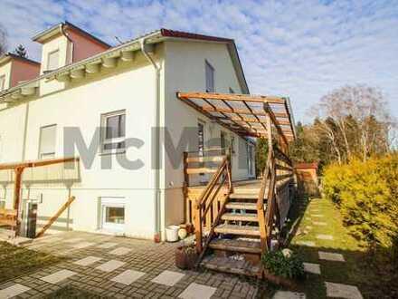 Familientraum im Münchener Umland: großzügige DHH mit Terrasse, Garten und Fußbodenheizung