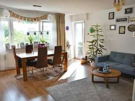 ++ schöne, renovierte 3,5 Zimmer Wohnung mit Einbauküche und Garage ++