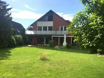 Attraktives Haus mit großem Grundstück in sehr schöner Lage von Hamburg Niendorf