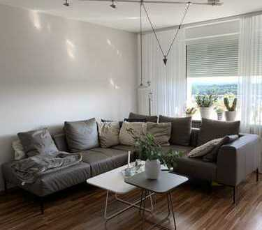 Schöne Wohnung mit Balkon und Garage im obersten Penthouse Stockwerk