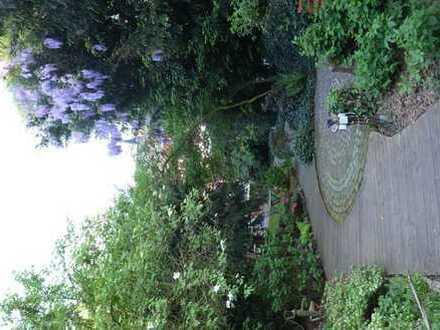 Zwei möblierte Zimmer mit eigenem Bad und großem Garten in Krefeld Fischeln zu vermieten. 5min zur B