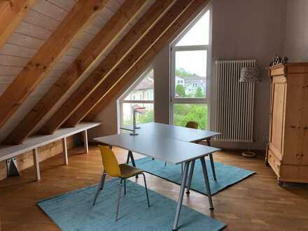 1 - 2 Büroplätze in CoWorking-Atelier (voll möbliert, All-in)