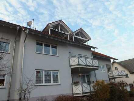 schöne renovierte Dachwohnung mit Balkon und EBK