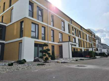 Stilvolle, luxuriöse, helle undExklusive, neuwertige 3-Zi-Wohnung m. Balkon und EBK in A-Göggingen