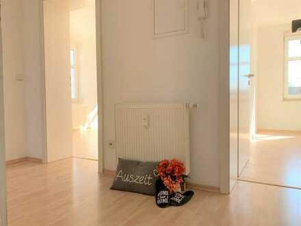 ACHTUNG 1 Monat Kaltmiete geschenkt!!! Schöne 2-Zimmer-Wohnung mit offener Küche und Stellplatz in