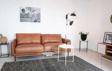 Helle Zwei-Zimmer-Wohnung mit Wintergarten und 2 Loggien