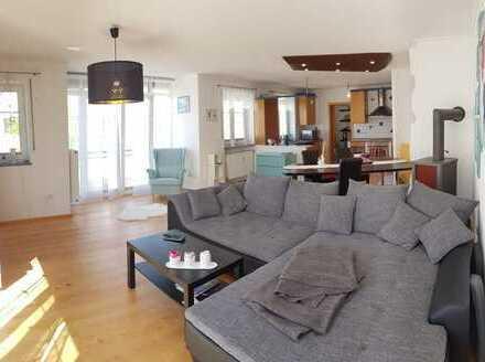 Gepflegte Wohnung mit drei Zimmern sowie Balkon und Einbauküche in Kirchdorf a. d. Amper