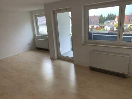 Helle 3-Zi. Wohnung mit Balkon u. Außenlichtbad
