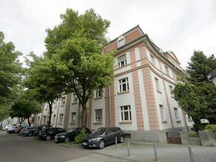 Helle & gepflegte 4 Zimmer Altbauwohnung mit Balkon in Wiesbaden Biebrich!