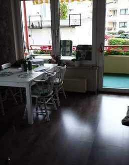 Stilvolle, sanierte 4-Zimmer-Hochparterre-Wohnung mit Balkon und EBK in Leverkusen