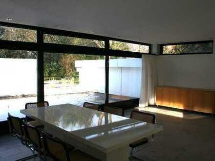 Alt-Hahnwald. Großzügige Terrassenwohnung in Anwesen der klassischen Moderne