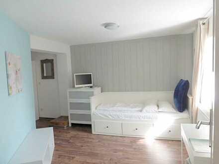 Voll möbliertes Apartment mit eigenem Badezimmer in direkter Seenähe