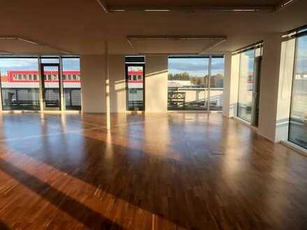 Repräsentatives Penthouse – Büro im Münchner Süden