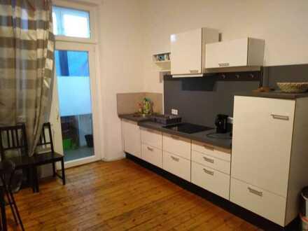 Möblierte 1,5-Zimmer-Altbauwohnung mit Einbauküche im Zentrum