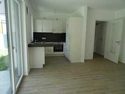 Erstbezug: schöne 2-Zimmer-Erdgeschosswohnung mit EBK, Terrasse und Gartenanteil nahe Klinikum