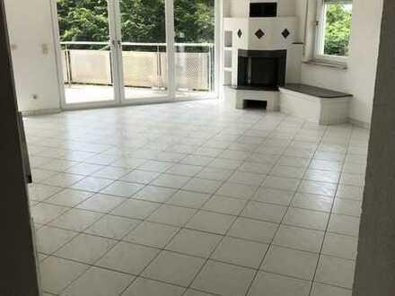 Gepflegte Maisonette-Wohnung mit fünf Zimmern sowie Balkon und Einbauküche in Nufringen
