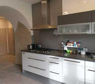 Vollständig renovierte 3-Raum-Wohnung mit Balkon und Einbauküche in Düren