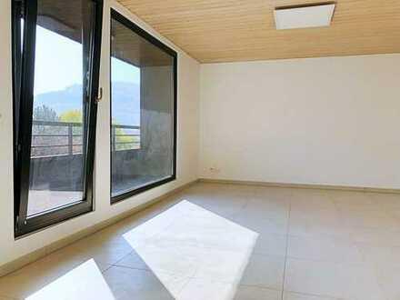Sanierte, kleine feine 1-Zi.-Penthouse Whg. inkl. neuer EBK und Balkon zentral in Ettlingen