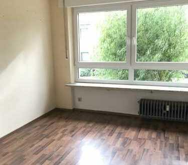 Freundliche 4-Zimmer-Erdgeschosswohnung mit Terrasse in Karlsruhe
