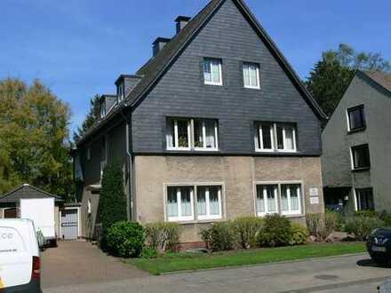 Solides Einfamilienhaus mit Praxis-/Bürofläche DO-Mengede-Zentrum