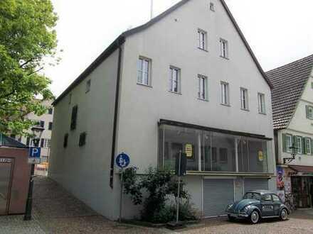Renoviertes Wohn- und Geschäftshaus mit über 500 m² Wfl./Nfl. und 2 Garagen im Herzen von Backnang