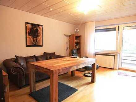 Schön aufgeteilte 3,5-Zimmer-Wohnung mit Loggia und Stellplatz in zentraler Lage