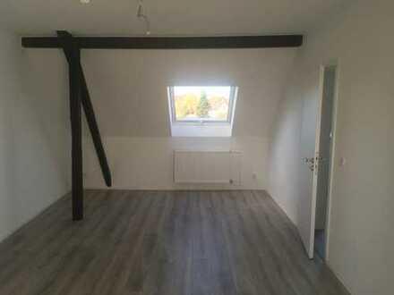 Schöne, geräumige zwei Zimmer Dachgeschoss-Wohnung in Düsseldorf, Hamm