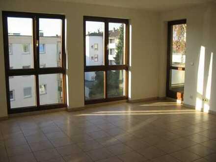 Erstbezug nach Sanierung mit Balkon: schöne 3-Zimmer-Wohnung in Offenbach am Main