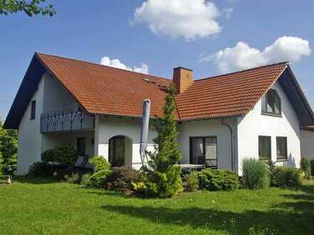 Engel & Völkers: Büchenberg: 2-Familienhaus + ELW + Rhönblick!