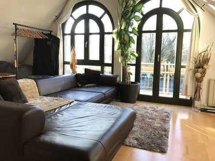 Studio mit Balkon und separater Küche. Mietpreis inklusive Strom, Heizung, Internet und TV