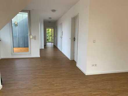 Helle und geräumige Wohnung nähe Bertelsmann
