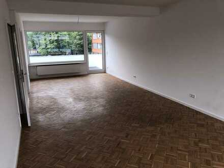 Vollständig renovierte 3-Zimmer-Wohnung mit Balkon in Düsseldorf