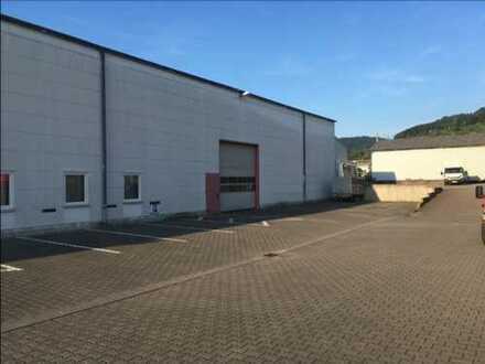 Produktionshalle mit Lager und Büro zu vermieten