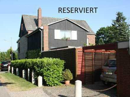 RESERVIERT: Backsteinhaus mit vielen Zimmern und großem Garten