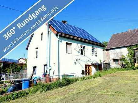 Kleines Einfamilienhaus und ein unbebautes Grundstück