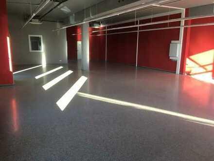 Geschäftsräume für Ausstellung, Firmenniederlassung im Gebäude mit Plana Küchenland