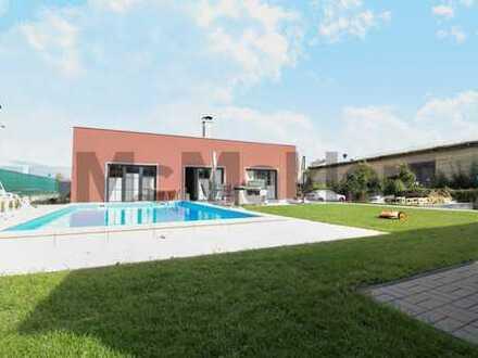 Neubau-Familientraum in Meißen: Bungalow mit Pool, Terrasse, Carport, Sauna und Solaranlage