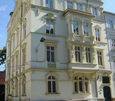 **gepflegte 3-Raum Wohnung in der Nähe des Zentrums mit Übernahme der Einbauküche zu vermieten**