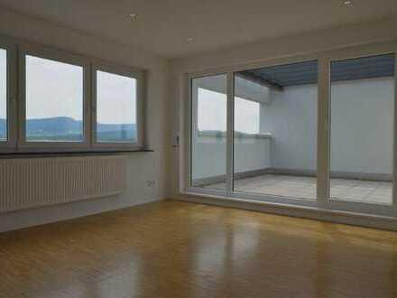 höchste 4-Zimmer-Penthouse-Wohnung mit 2 Terrassen und Einbauküche in Metzingen