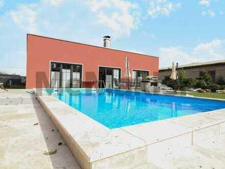 Neu gebautes EFH mit Pool, Terrasse, Carport, Sauna, Solaranlage und modernen Bädern