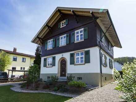 Hochwertig saniertes Denkmalschutzobjekt zum Direktbezug in ruhigem Wohngebiet in Schopfheim-Fahrnau
