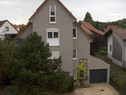 Moderne, helle 2-Raum-Wohnung mit Balkon und Einbauküche in Sinsheim-Dühren