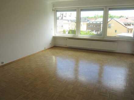 Lichtdurchflutete ruhige modernisierte 3,5-Zimmer-Wohnung mit Balkon und Einbauküche in Landshut