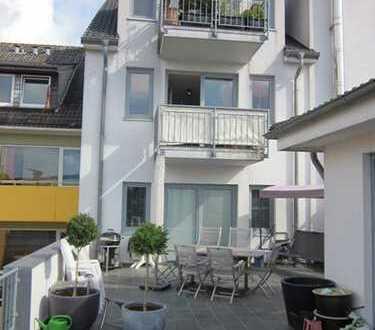Moderne renovierte 2-Zimmer-Wohnung mit Balkon