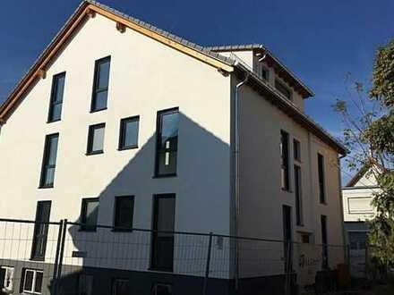 Erstbezug und Spitzenlage in Bruchköbel Stadtmitte: exklusive 4-Zimmer-HP-Wohnung mit Garten u. Bal.