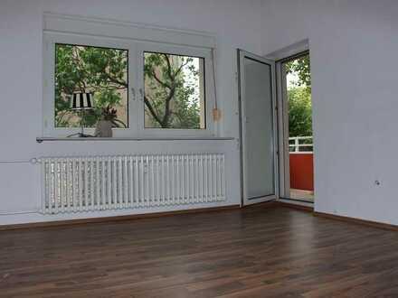 Großzügige 3-Zimmer-Wohnung mit Süd-Balkon und Laminat!