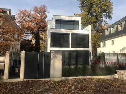 Bauhausvilla 5Z Neubau Erstbezug mit Garten in exklusiver stadtnaher Lage
