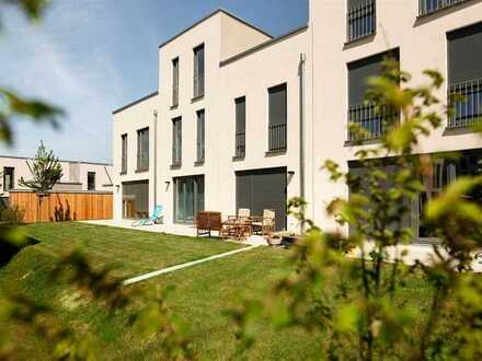 Viel Platz: unterkellertes REIHENHAUS mit Einbauküche, Gartenterrasse und Gäste-WC