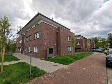 In attraktiver Neubau-Stadtvilla: 2-Zimmerwohnung mit Balkon